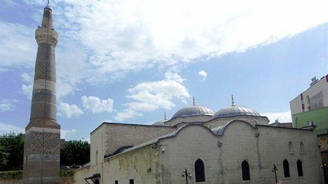Siirt Ulu Camii de plân bakımından bölgede benzer örnekleri bulunan ulu camilerin öncüsü sayılıyor. 