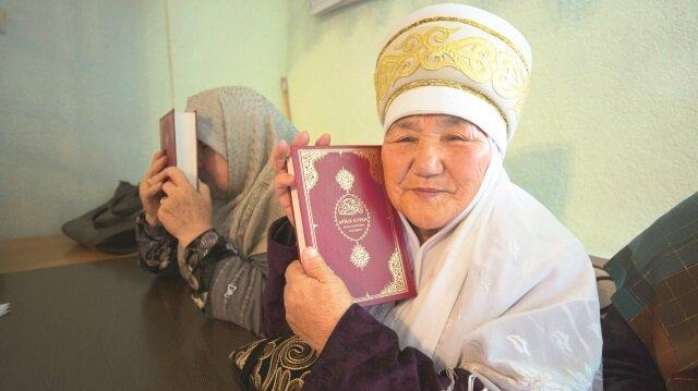 Diyanet, 10 bin Kırgızca mealli Kur'an-ı Kerim dağıttı.