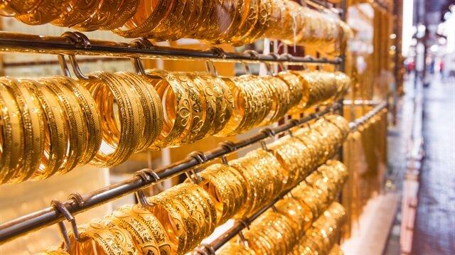 Cumhuriyet altınının alış ve satış fiyatında düne göre 10 lira düşüş var.