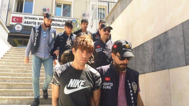 Fatih'te bir parka gelen Afganistan uyruklu 5 şüpheli de gözaltına alındı.