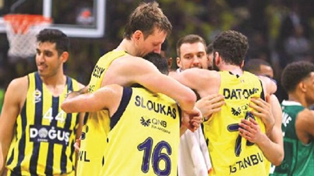 Litvanya'nın Zalgiris takımını yenen Fenerbahçe Doğuş, üst üste 3. kez finale yükseldi.