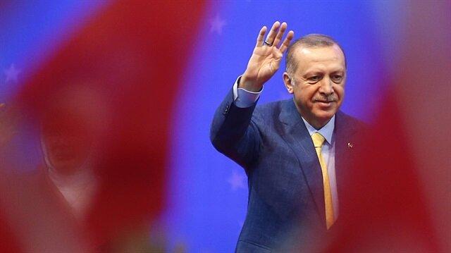 Erdoğan'dan Avrupa'daki Türklere dövizle askerlikte yaş müjdesi