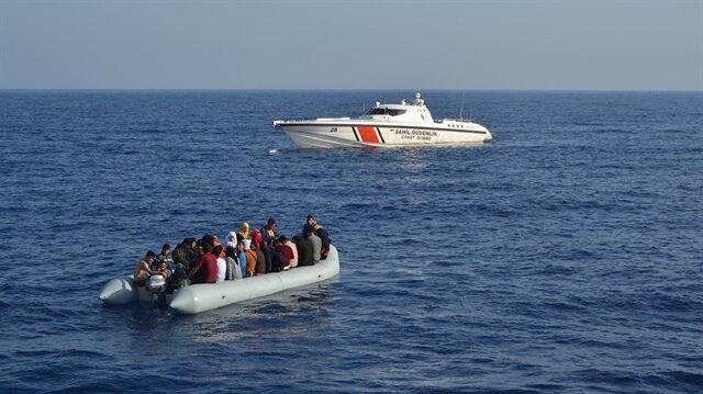 Yabancı uyruklular, işlemlerinin ardından Ayvacık Yabancılar Geri Gönderme Merkezine teslim edildi.