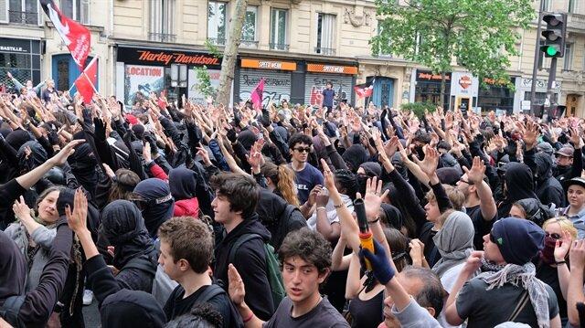 Fransa'da memurlar yeniden sokaklarda