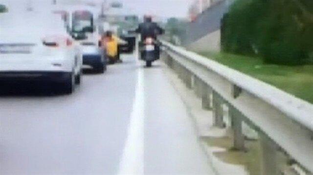 E-5'in ortasında taksiden indi, motosikletli ölümden döndü