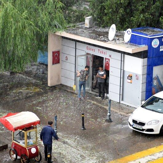 Kırıkkale'de sağanak nedeniyle iş yerlerine su bastı