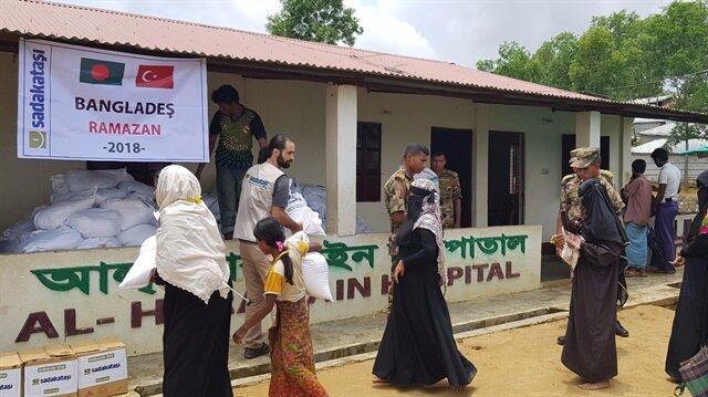 جمعية تركية توزع مساعدات غذائية للروهنغيا في بنغلاديش