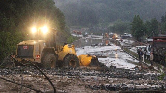 Bursa'da sel nedeniyle yollar kapandı