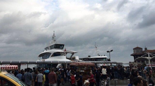 Beşiktaş'ta teknenin iskeleye çarptığı anlar kamerada