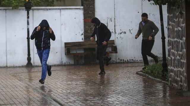 Kuvvetli yağış uyarısı yapıldı.
