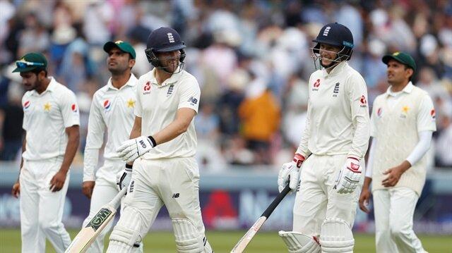 Pakistan eye famous win as England falter