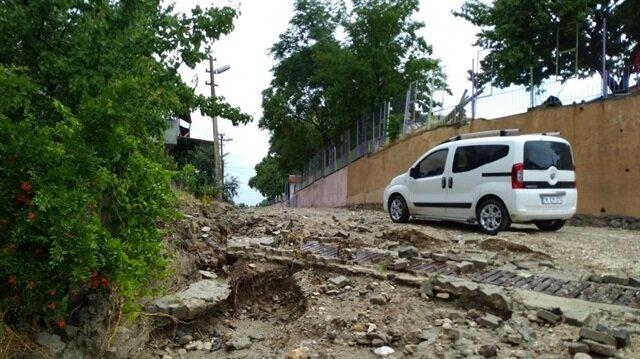 Manisa'da şiddetli yağış hayatı olumsuz etkiledi
