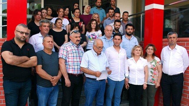 7'si ilçe başkan yardımcısı olmak üzere 34 parti yöneticisi adına Salihli Öğretmenevi önünde açıklama yaptı.