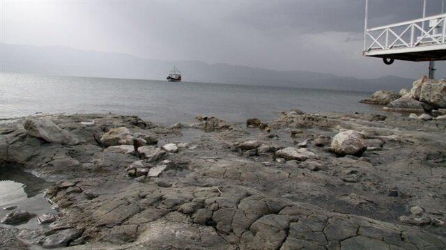 Burdur Gölü'nün yaklaşık 3'te 1'i kurudu.