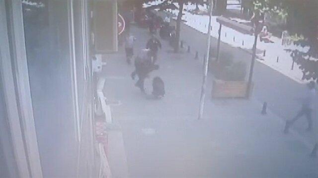 Karısını sokak ortasında döven adama uçan kafa