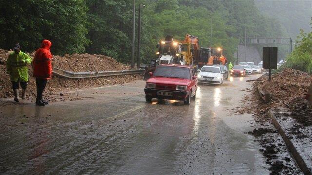 Sağanak yağış, sürücülere de zor anlar yaşattı.