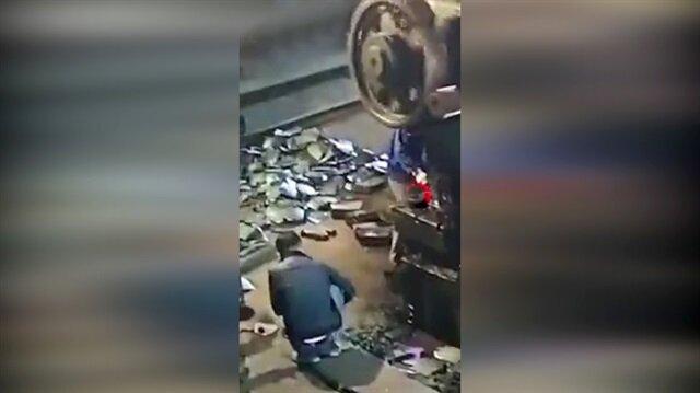 Dev dişli işçinin üzerine düştü