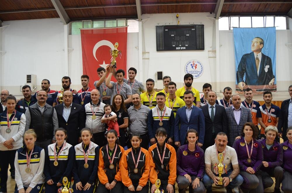 Beşiktaş, finalde Fenerbahçe'yi geçerek şampiyonluğa ulaştı.