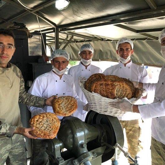 Mehmetçik'ten Afrin halkına Ramazan pidesi