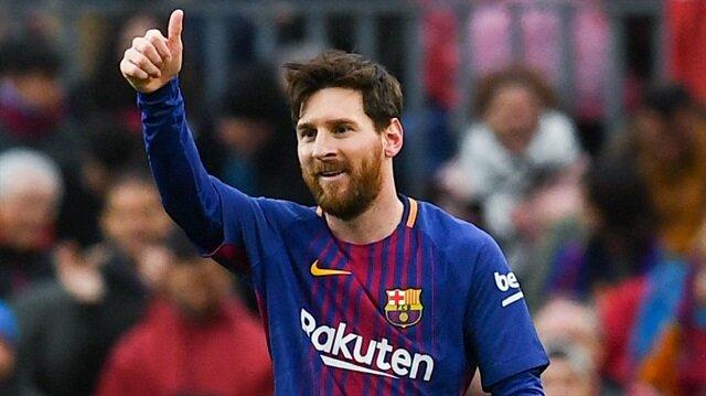 Messi, Kara Para Aşk'ı izlerken çektiği fotoğrafı Instagram hesabından paylaştı.