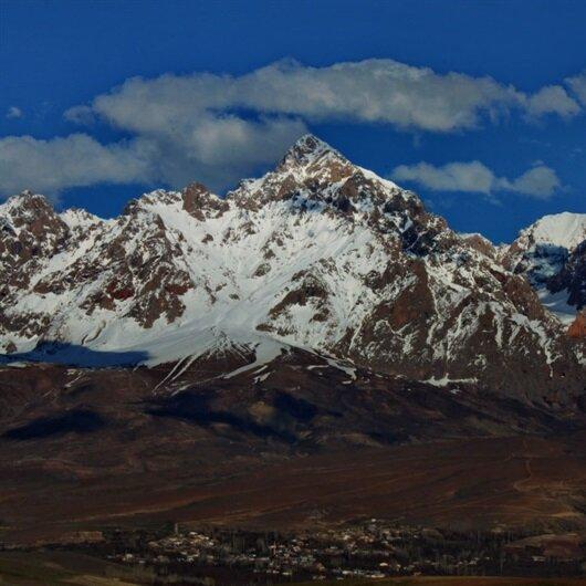 TSK: Demirkazık Dağı'nda mahsur kalan 3 dağcı kurtarıldı
