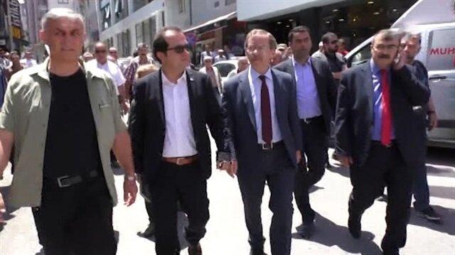 Abdüllatif Şener Konya'da esnafı polis eşliğinde ziyaret ediyor