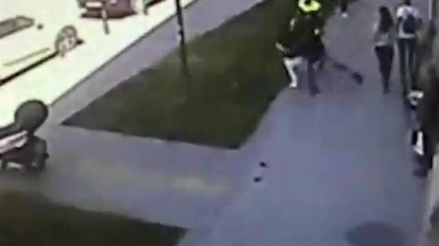 Yolda yürüyen kadına saldırı kamerada