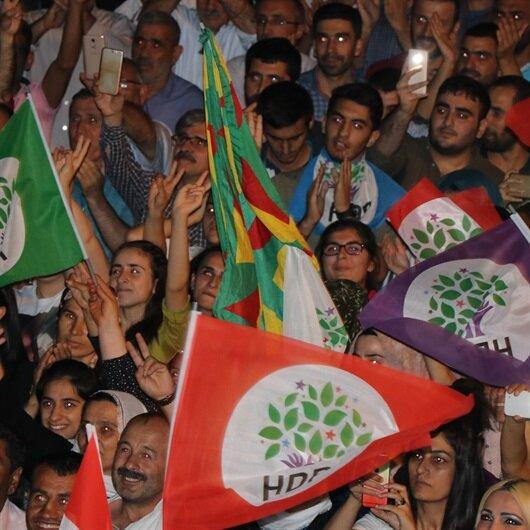 Mitingde PKK şov