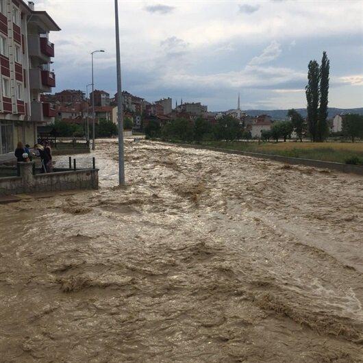 Kastamonu'da şiddetli yağış hayatı felç etti