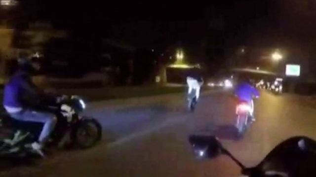 Motosikletli magandalar kamerada