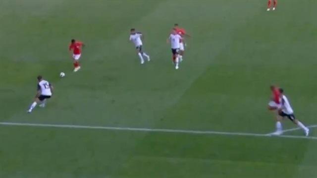 Rashford, Real Madrid'in kalecisini böyle avladı