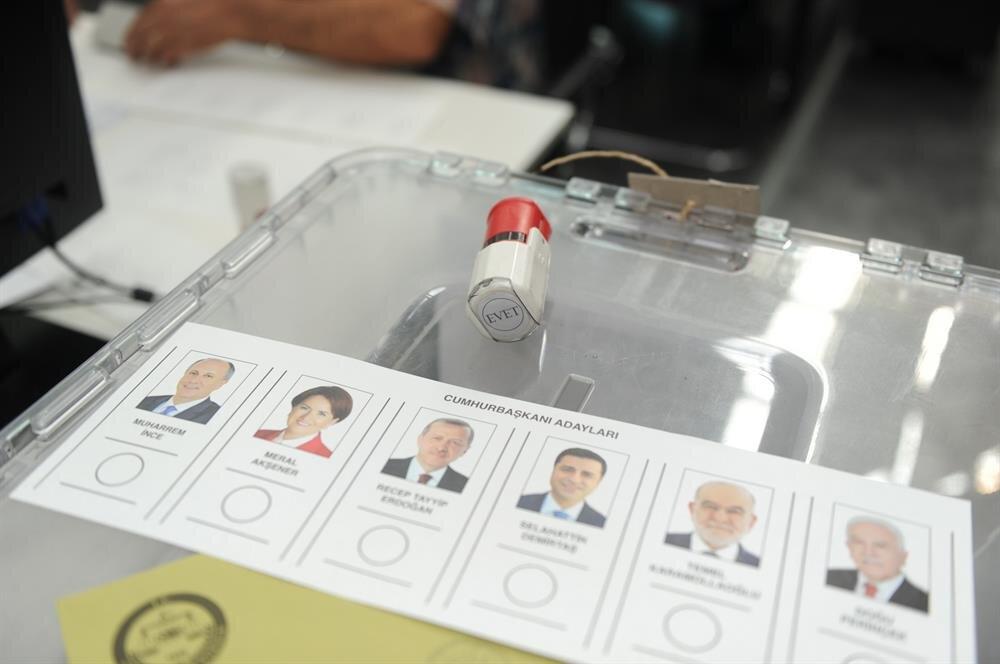 Yurt dışında ikamet eden seçmenler 7 Haziran itibariyle oy kullanmaya başladı.