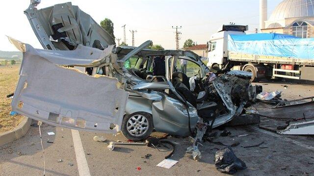 Amasya'daki kazada aynı aileden 3 kişi öldü, 6 kişi yaralandı.