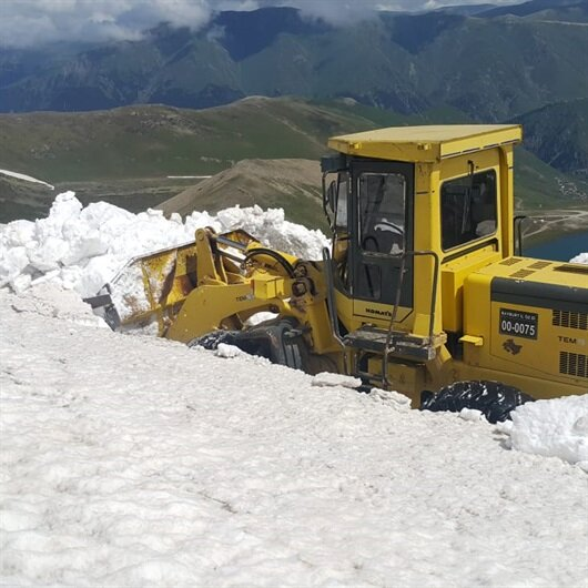 Bayburt'ta çekildi: Haziran ayında karla mücadele