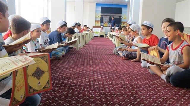 Yaz Kur'an kursları için kamu spotu