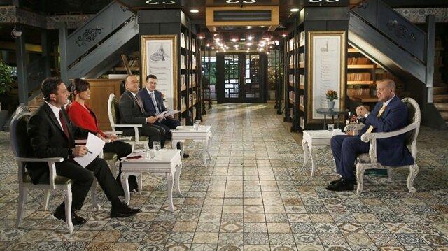 Cumhurbaşkanı Erdoğan, TVNET Haber Müdürü Serhat İbrahimoğlu'nun da aralarında olduğu gazetecilerin sorularını cevapladı.