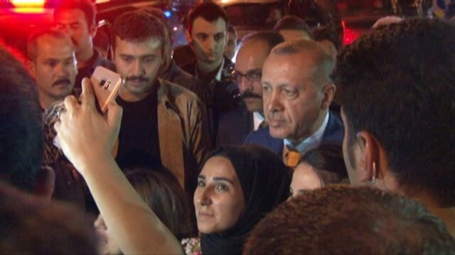 Cumhurbaşkanı Erdoğan vatandaşlarla fotoğraf çekildi