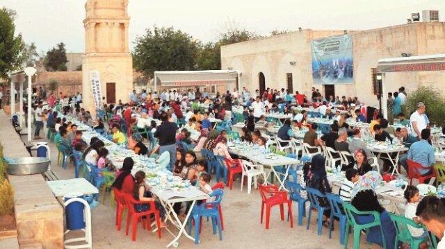 İftar programına vatandaşlar yoğun ilgi gösterdi.