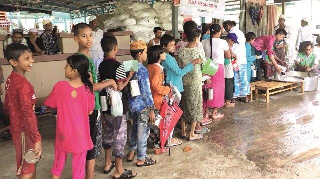 İHH, Arakan'da yaşanan kriz sonrasında bölgede kalmayı başarabilen son Müslümanlara ve Myanmar'ın diğer bölgelerine Ramazan yardımları ulaştırmaya devam ediyor.