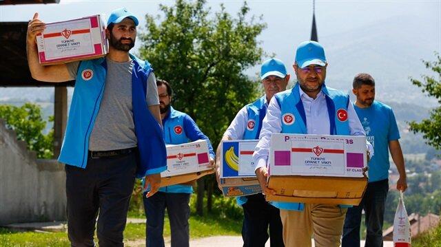 Diriliş'in Abdurrahman Alp'i Bosna'da yardım dağıttı