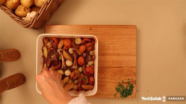 Tam mevsimi olan malta eriği ile kuzu pirzolanın buluştuğu harika bir lezzet.