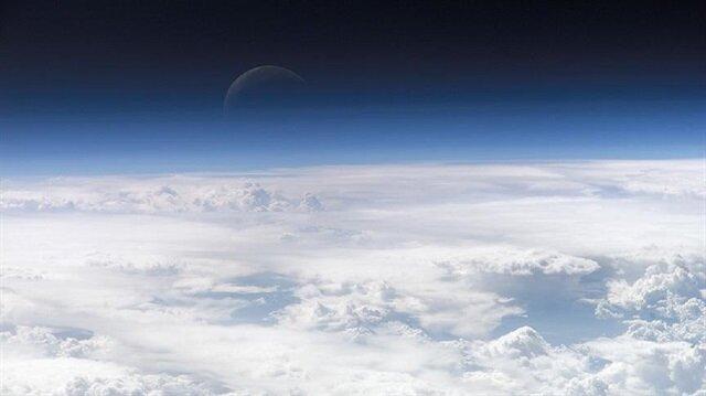 Bilim adamları, atmosferin üst katmanlarından toplanan bu yıldız tozlarının metal ve sülfürlerle bezeli camsı parçacıklardan meydana geldiğini belirtti.