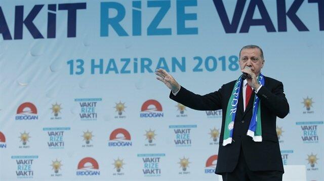 Cumhurbaşkanı Erdoğan, AK Parti Rize mitinginde vatandaşlara hitap ediyor.