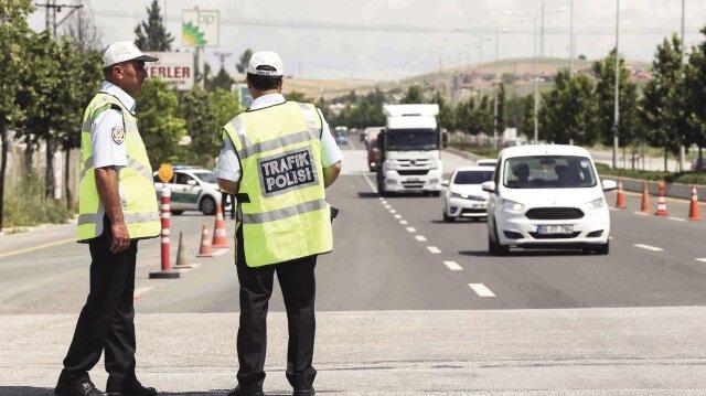 Yaklaşık 70 bin polis sahada görev yapacak.