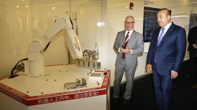 جاويش أوغلو يزور مركزا تكنولوجيا عملاقا في الصين