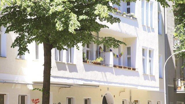 Öksüz, Neukölln ilçesinde Friedelstr 48. 12047 adresinde saklanıyor.