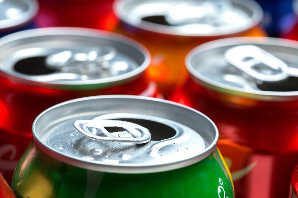 Metal olan teneke kutuların üretiminde kullanılan boya ve baskı malzemeleri içlerinde taşıdıkları kimyasal maddeler sebebiyle kullanımı sırasında sağlık açısından büyük tehlike oluşturur.