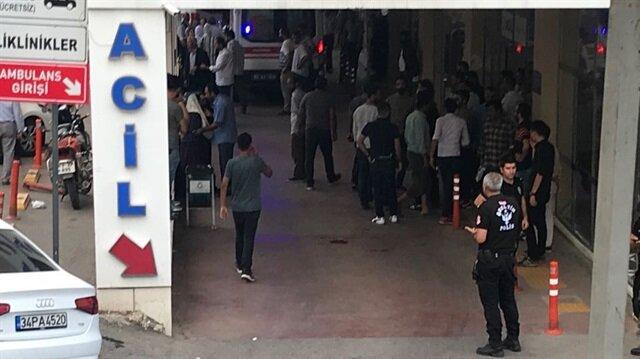 Olayın ardından yararlılar hastaneye sevk edilirken, bölgeye çok sayıda polis ekibi geldi.