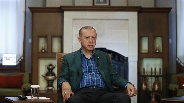 تعهد الرئيس التركي رجب طيب أردوغان، الأربعاء، أن يكون رفع حالة الطوارئ في البلاد، المهمة الأولى في حال فوزه بالرئاسة في الانتخابات القادمة المقررة في 24 يونيو/حزيران الجاري.