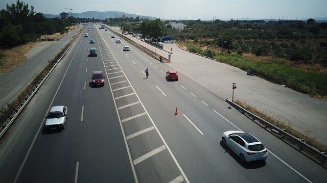 Manisa'da trafikteki bayram yoğunluğu için yol kontrolleri sürüyor.